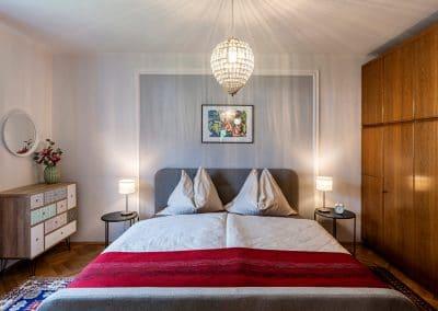 Doppelbett im Schlafzimmer Erdgeschoss